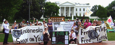 Activists rallying in front of the White House on June 5th, 2010 © AI