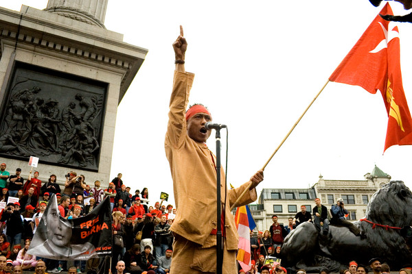 Ko Aung, a student activist from the 1988 generation, leads a crowd of demonstrators in a chant of 'Free Burma'. Trafalgar Square, London 2007. (c) AI