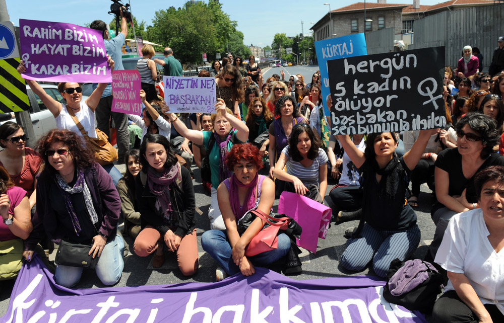 Turkish feminists protest in Istanbul
