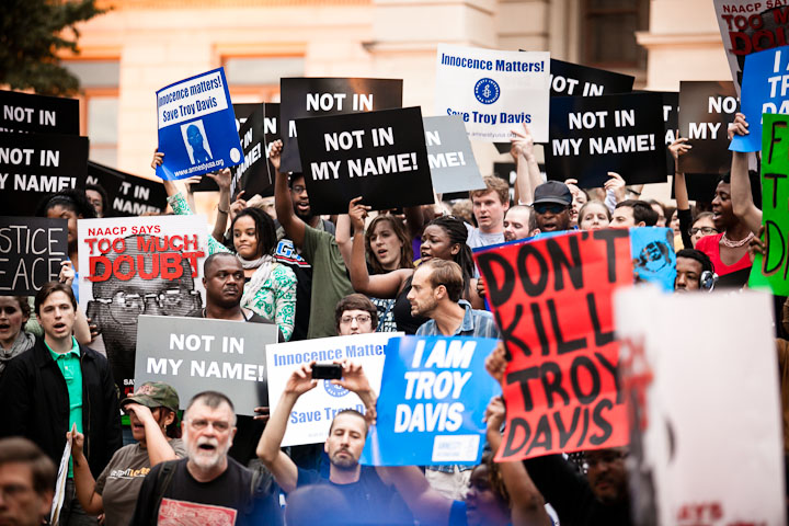 More than 700 protesters gathered at the Georgia Capitol on the night of Troy Davis's  execution. (Photo by Scott Langley)