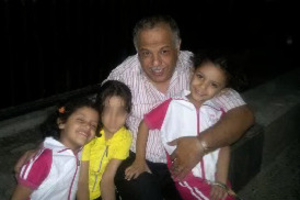 Ghassan al-Shihabi and his twin daughters © Private