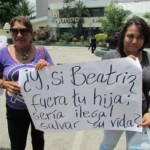"Protesters at a demonstration outside the Supreme Court of Justice in San Salvador.  The sign reads, ""If Beatriz were your daughter, would it be illegal to save her life?""(Photo Credit: Courtesy of Agrupación Ciudadana por la despenalización del aborto Terapéutico, Ético y Eugénesico)."