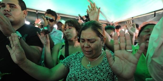 Mourners at the funeral of Antonio Trejo in Honduras (Photo Credit: Orlando Sierra /AFP/GettyImages).