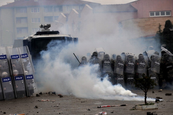 Turkish gendarmerie and riot police fire water cannon and tear gas as they clash with hundreds of protesters trying to enter a courthouse in Silivri near Istanbul (Photo Credit: Ozan Kose/AFP/Getty Images).