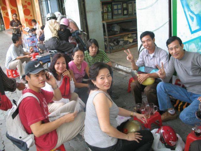 Clockwise from the front: Ms. Ta Phong Tan, Nguyen Tien Trung, Phuong Thi, Trang Dem, Trong SG, Huynh Cong Thuan, Dieu Cay Nguyen Van Hai. (Photo Credit: Phan Thanh Hai - 'Anh Ba SG').