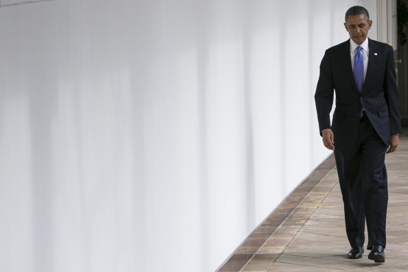 U.S. President Barack Obama walks along the colonnade of the White House from the residence to the Oval Office before the State Of The Union speech (Photo Credit: Kristoffer Tripplaar-Pool/Getty Images).