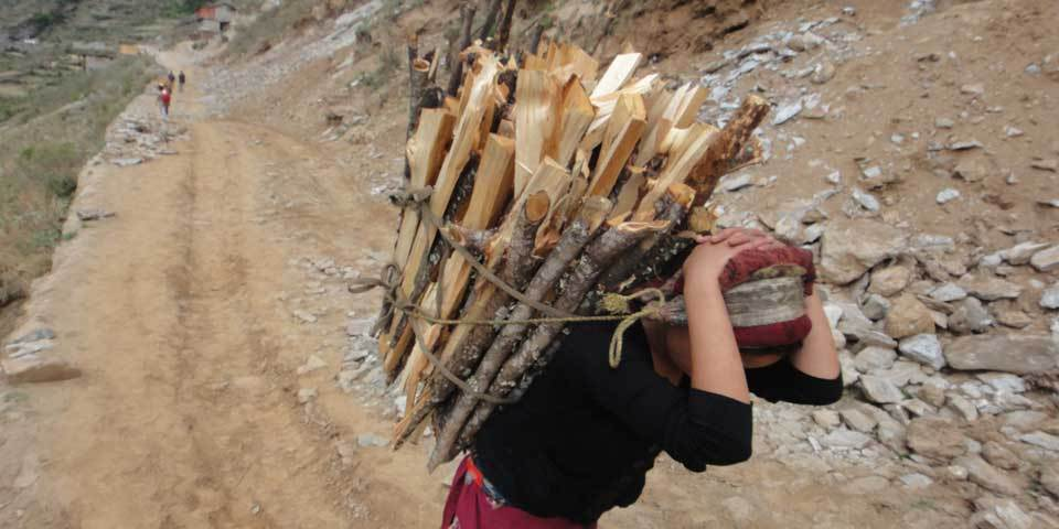 A woman carries wood in Mugu district, Nepal, May 2013 (Photo Credit: Amnesty International).