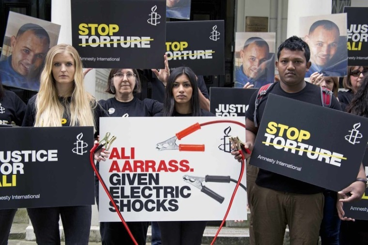 Activists standing outside the Morocco Embassy in solidarity with victims of torture, including Ali Aarrass (Photo Credit: Claudia Rocha/Amnesty International).