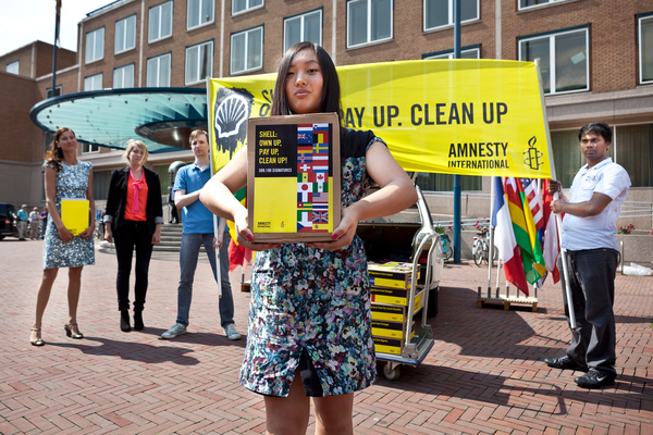 300.000 signatures for Shell