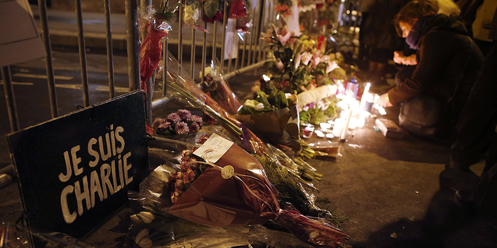 FRANCE-ATTACKS-MEDIA-TRIBUTE