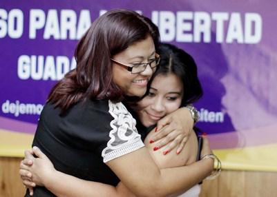 Carmen Guadalupe Vasquez (right). © REUTERS/Jose Cabezas