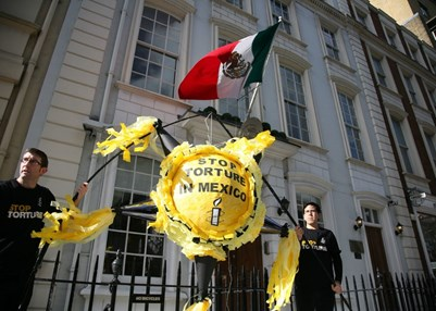 Campaigning against torture in Mexico. © Reuben Steains
