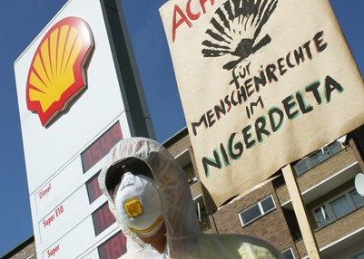 Campaigning against Shell. © Ralf Rebmann / Amnesty International