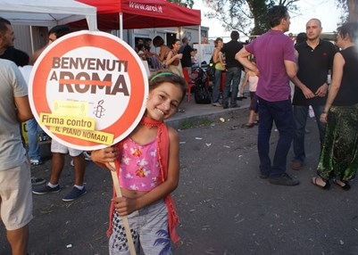 Campaigning for Roma rights. © Amnesty International