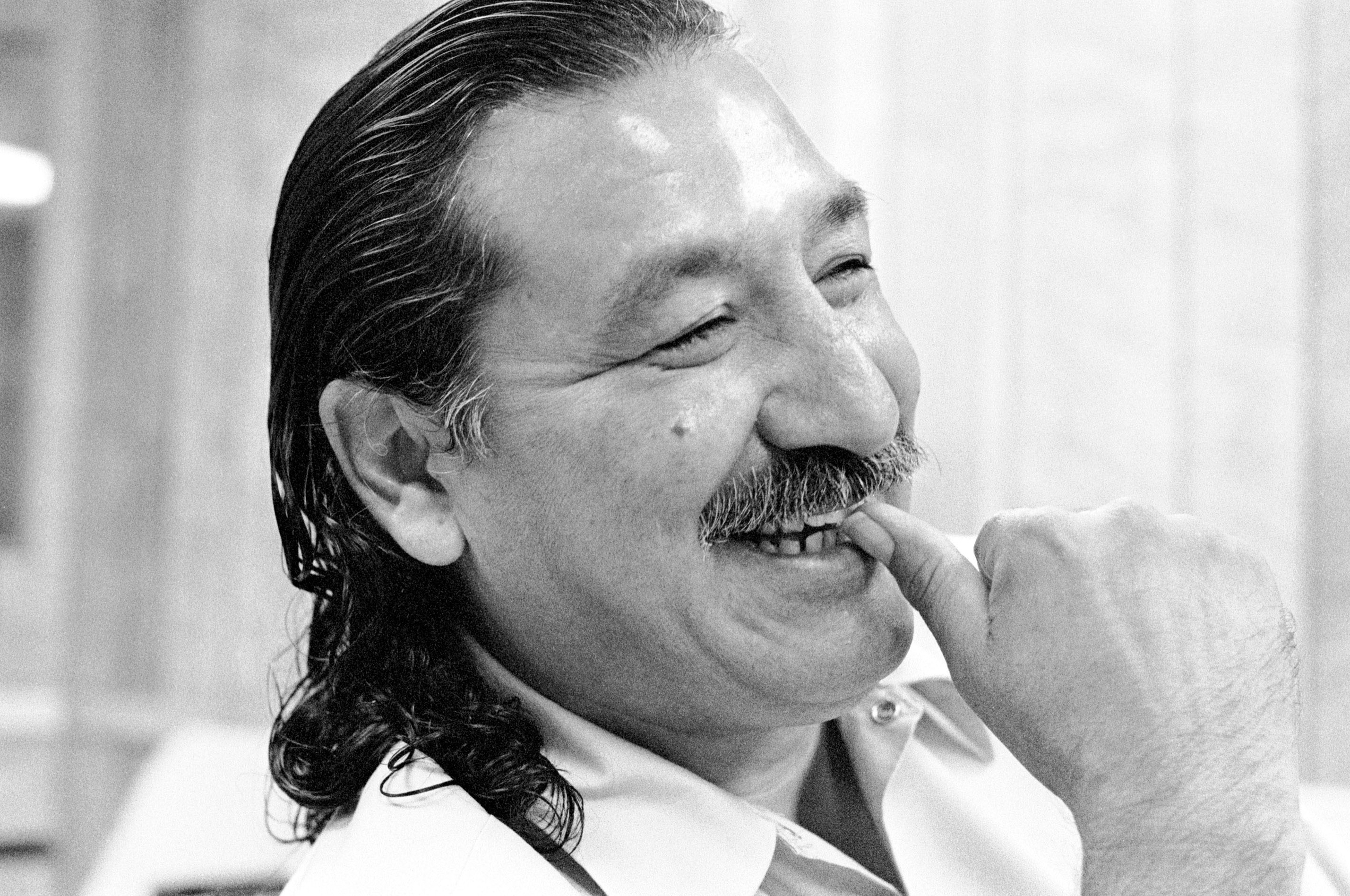 Leonard Peltier at Leavenworth.6/92 ©Jeffry Scott